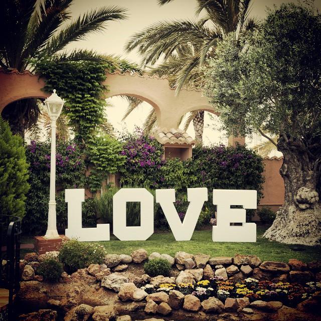 Buenos dias con mucho LOVE!!!!... Os damos los buenos días con esta foto que nos envió nuestro querido y excepcional fotógrafo @dimarq  #menudasletras #letrasbonitas #lovevalencia #love #letrasboda #letrasconluz #letrasparacasasbonitas #letrascorporeas #letraxxl #letraspoliespan #letrasdecorativas #letrasparaeventos #letrasbodas #letramadera #letrasbodas #letrasgigantes #letraslove #weddingblogger #weddings #weddingprops #weddingphotographer #weddinghastag #weddingdeco #weddingplannerValencia #weddinginspiration #wedding #weddingvalencia #decoracionbodas