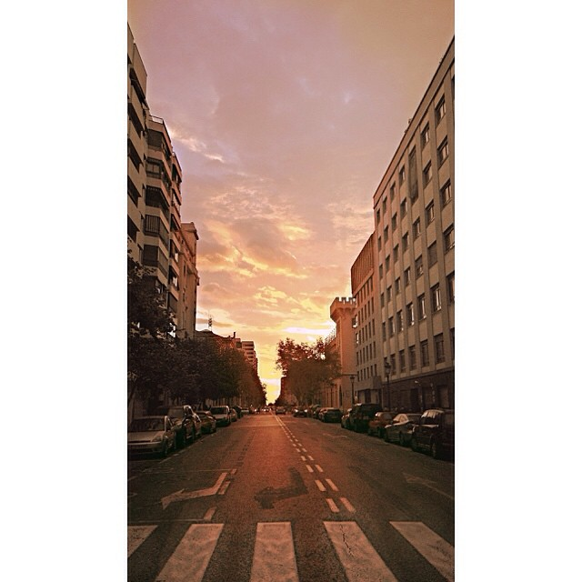 8:00 am en #valencia  #sunrise #lovevalencia #street #sky #skyline #autum #colour #urban #horizon
