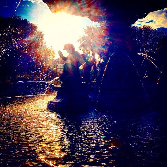 #VSCOcam #valencia #valenciagram #españa #lovevalencia #picoftheday #igersvalencia #ilovevalencia #instavalencia #drops #fountain #december