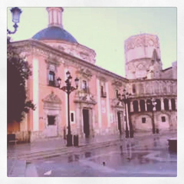 La basilica de la cheperudeta y la catedral de #valencia que bonica es la meua ciutat #navidad #nadal foto cortesia marisa martinez #lovevalencia