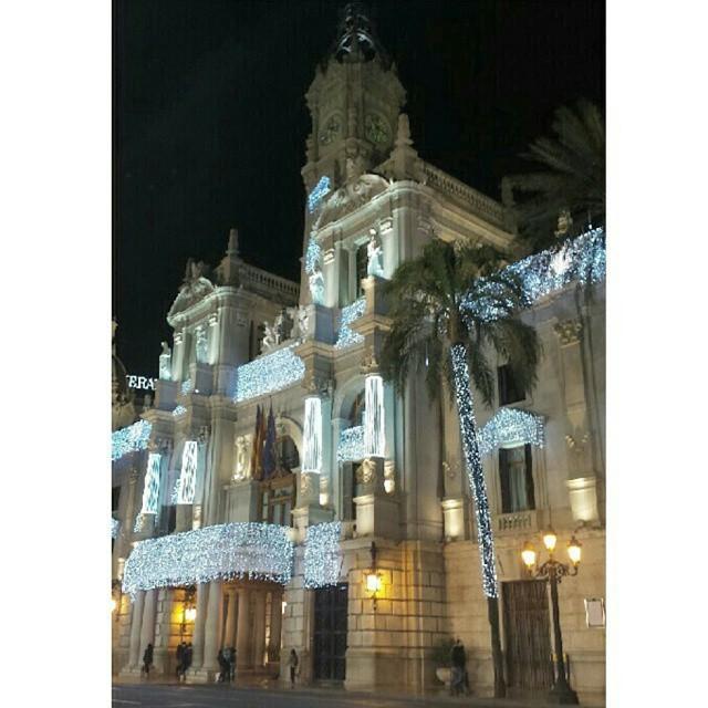 Ayuntamiento de Valencia vestido de navidad #valenciacity #valencia #valenciacentro #valenciagram #lovevalencia #spain #españa #ajuntamentdevalencia #ayuntamiento #ayuntamientodevalencia