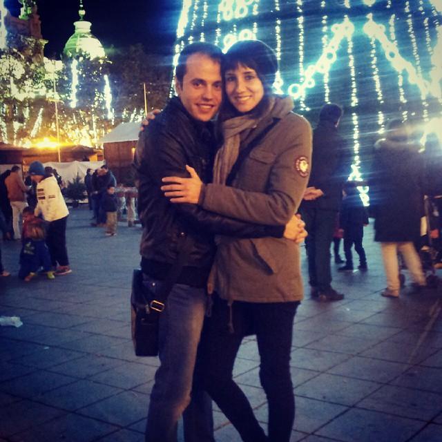 Con luces de neón #city #citylights #xmas #tree #ig_valencia #igersvalencia #ig_worldclub #girl #boy #woman #men #postureo #rock #night #loves_valencia #lovevalencia #square #photoart #fotomovil_es #worldwide_shot #worldplaces #valencia #10likes