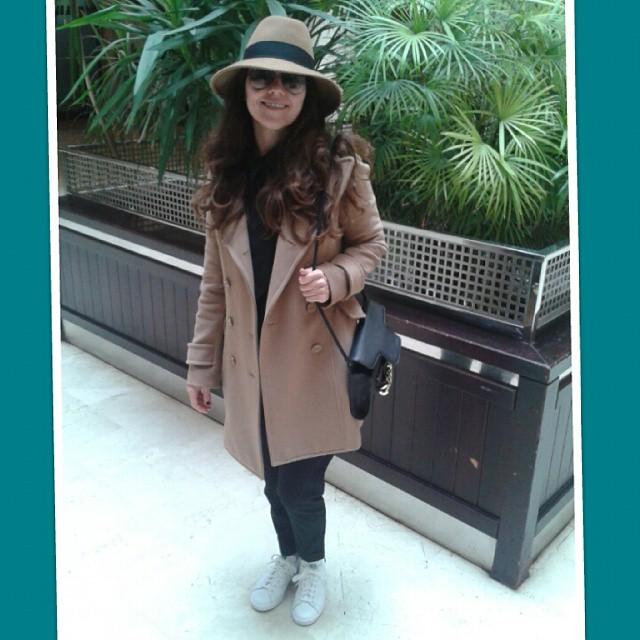Día de compras. Y bien cómoda con mis #adidasstansmith para andar toooodo el día.  #xmas #adarlotodo #acorrer #biruji #eresunsolete #happy #liveforyou #lovevalencia #loveMarc #mommymoments #piesparaqueosquiero