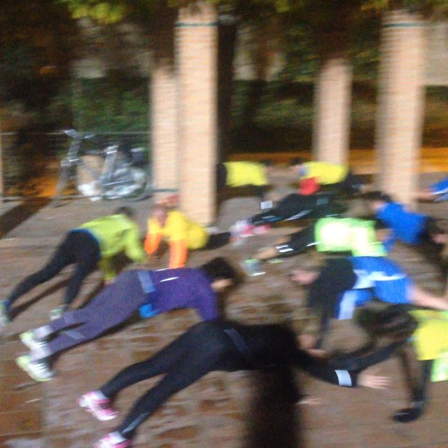 10' de core para rematar las series de hoy. #runnersvalencia #runwomen #mareaamarilla #mareaamarillavalencia #runvlc #loverun #loverunning #lovevalencia #photoooftheday  #valenciagram #valenciarunning #runningvalencia #sports #entrenamiento #martes #jueves #juntos #diversion #unete #running #runeo #sufrimiento #esfuerzo #recompensa #sudor #10kvalencia2015 #15kvalencia2015 #maratonvalencia2015 #mediamaratonvalencia2015