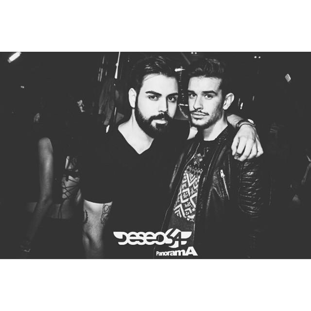 Viernes con mi hermano mayor !! Bff ? #saturday  #sabado #partynight #party #partygay #fiestas #fiesta #fiestagay #brothers #love #lovevalencia #gayboy #gayclub #gayvalencia #gayphoto #gay #gaymoments #vscogay #vscovalencia #deseo54 #deseo #instatonaight #instagay #instadaily #insta #picsart #picoftheday #photooftheday