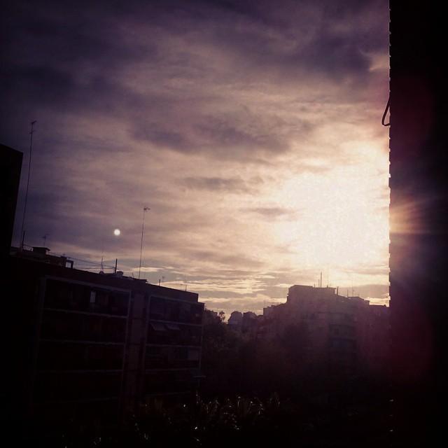 Amanecer en #valencia #lovevalencia #navidad #nadal preciosooooo