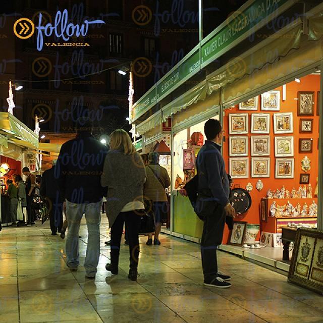 Craft fair in Plaza de la Reina, #Valencia #spain #visitSpain #Valencia #visitValencia #followValencia #enjoyValencia #IloveValencia #estaes_valencia #estaes_espania #valenciaenamora #thebestpicture #envalencia #comunitat_valenciana #comunidadvalenciana #valenciaterraimar #ig_valencia #spain_gallery #photooftheday #lovevalencia #España
