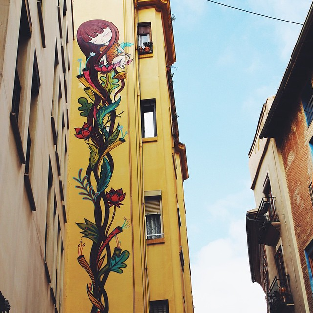Don't forget to look up while you're in #Valencia... Beautiful art everywhere! ???? #Spain #Spanje