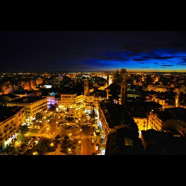 Lights of Valencia  #valenciamola #valencia #valenciaenamora #nikon #d7100 #night #nightshot #lovevalencia #loves_europe #lights #spain