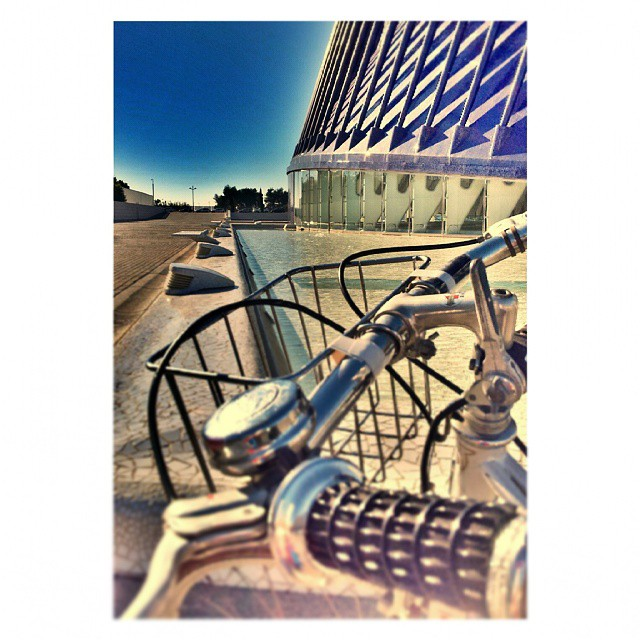 Vertical y transversal #bike #peugeot #bikers #landscape #skyline #architecture #loves_architecture #loves_valencia #loves_hdr #loves_naturelife #architecture_best #archilovers
