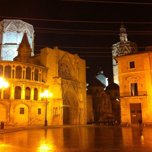 Que bonita eres VALENCIA!!!! ?????????????????? #plaçadelamarededeu #plaçadelaseu #tribunaldelasaguas #miguelete #valencia #lovevalencia #gótico #románico #renacentista #barroco