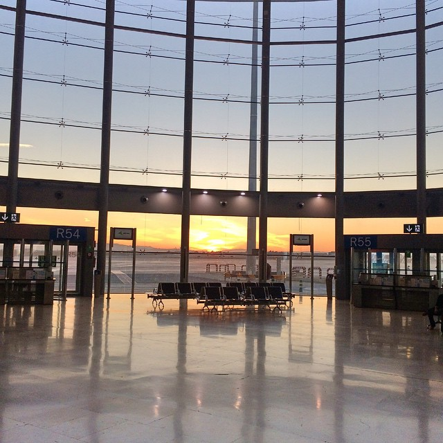 Aeropuerto de Valencia atardece...#valencia #lovevlc #lovevalencia #aeropuertodevalencia #valenciaairport