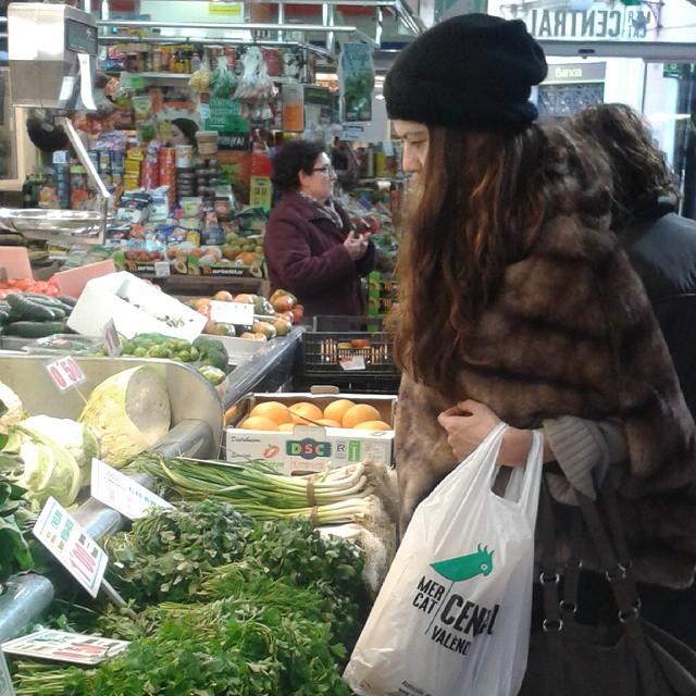 Visita obligada al Mercado Central. Fantastico. Super gourmet. No tengo bastantes manos para coger todo lo que me gusta!! #valencia #lovevalencia #mercadocentral #quebuenotodo