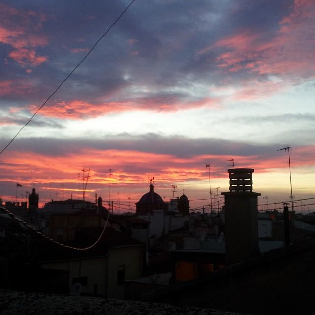 Atardeceres bonitos que te hacen pensar #sinfiltros #Valenciacomomola #Eneroseacaba