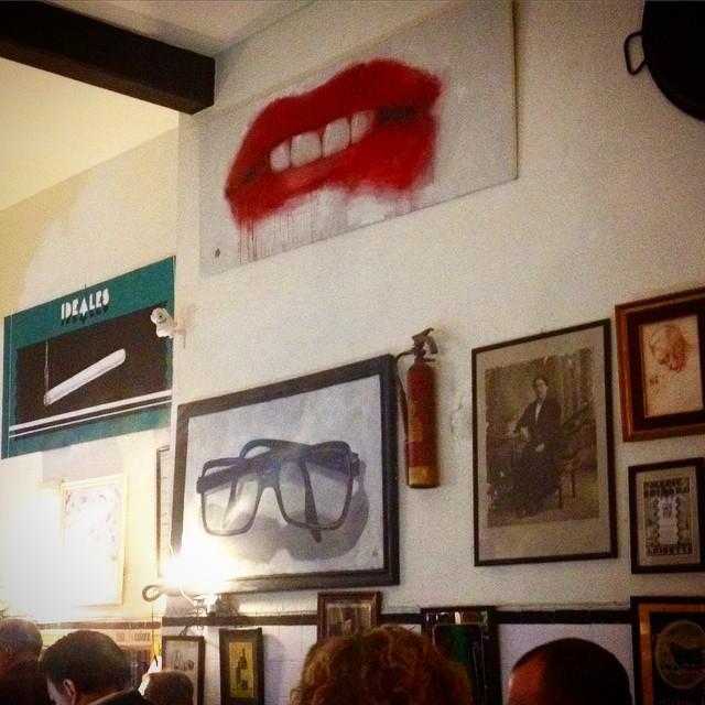 La tradición y lo moderno se mezclan en la bodega La Peseta.  Un sitio diferente y sin pretensiones donde tomarte una cerveza y unas tapas en el barrio del Grao de Valencia. #loveValencia #LaPeseta #tapas