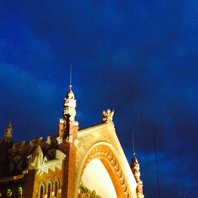 Le bleu nuit. Azul noche. La poqueta nit. Mi azul preferido, sin filtros, sin retoques. #Valencia #valenciagram #lovevalencia #mercadodecolon #bleu #azul #blu #blue