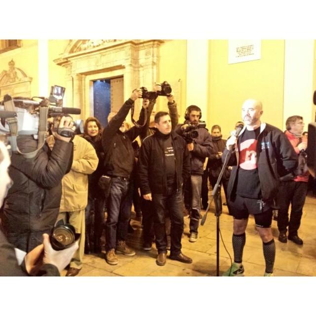 Ni una, ni dos, sinó 100 concentracions amb la Associació de Víctimes de MetroValencia demanant respostes. Enhorabona Pedro Díaz i a tot l'equip que hui s'han fet 100km de Justícia i Dignitat #0responsables #MetroValencia #el3totsalaplaça #el3todosalaplaza #Justicia #Dignidad #Valencia #València #PaísValencià #MemoriaHistórica #WeLoveValencia #LoveValencia