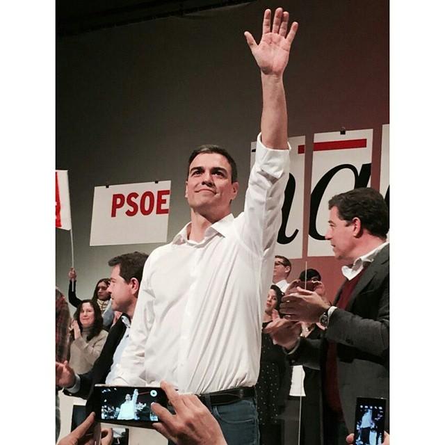 """@SanchezCastejon """"¡Nunca olvidéis, que sois socialistas por las mujeres que sufren maltrato, por los niños que pasan hambre, los jóvenes exiliados, trabajadores sin derechos, por los mayores dependientes, por las personas en paro y sin prestación, por la Igualdad, Solidaridad y la Justicia Social!"""" #OtraFormaDeHacer #XimoPresident #XimoPuig #PSPV #PSOE #Valencia #València #GarantiadeCanvi #igersvalencia #igersvalencians #política #socialista #WeLoveValencia #LoveValencia"""