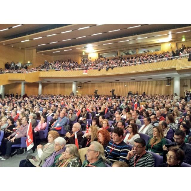 De gom a gom el Palau de Congressos de València per escoltar a Ximo Puig i @SanchezCastejon #OtraFormaDeHacer @PSOE  #Valencia #València #PSPV #PSOE #ConferenciaPSOE #conferencia #política #socialista #WeLoveValencia #LoveValencia #XimoPresident #igersvalencia #igersvalencians #GarantiadeCanvi