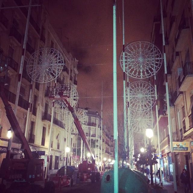 Esto.... las Fallas comienzan a invadir Valencia...???? #fallas2015 #lovevalencia @estherv_g @carla_me87 @tamufla @amparoorts en serio que no queréis ir a la crida?? sosas...????