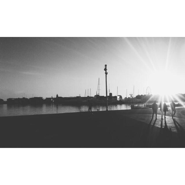 Momentos que me recuerdan a ti y que no quiero cambiar por nada en el mundo. #beach #sun #nature #water #TagsForLikes #TFLers #ocean #lake #instagood #photooftheday #beautiful #sky #reflection #amazing #beauty #beautiful #shore #waterfoam #seashore #vscocam #vsco #igersvalencia #igers #elpuerto #valencia #love #lovevalencia #lovehim