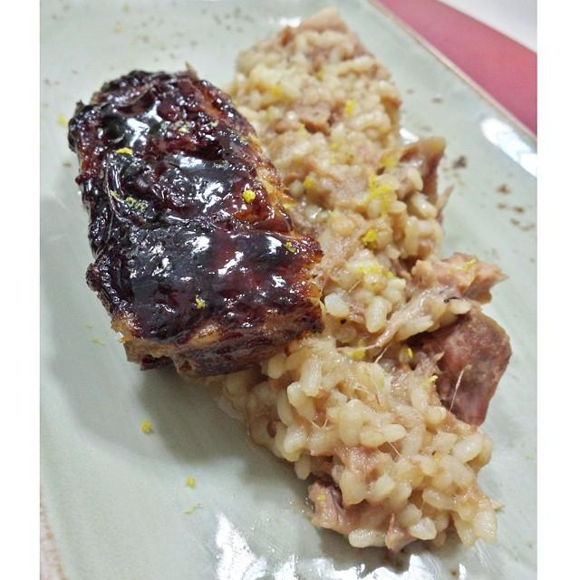 Tercer plato de @qbarella en @valenciaclubcocina,  un arroz meloso de costillas con costilla glaseada.  Y nos quedamos hablando de su famoso postre, torrija de horchata con helado de leche merengada. Si no lo has probado, ya tardas... #cursosdecocina #Valencia #cursococinaValencia #cocinar #recetasdeautor #lovevalencia #unaagendaconestilo
