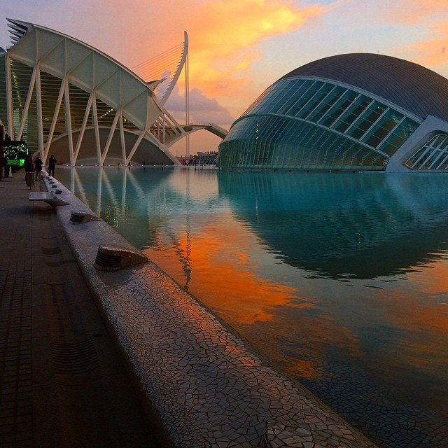 #valencia #Architecture #sunset #sky #sun #stunning #loveValencia #lovearchitecture #vergonzosamente #building #water