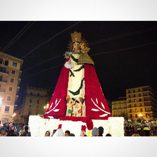 La virgen #fallas #Valenciaenfallas #lovevalencia #Valencia #ofrenda #plazadelavirgen
