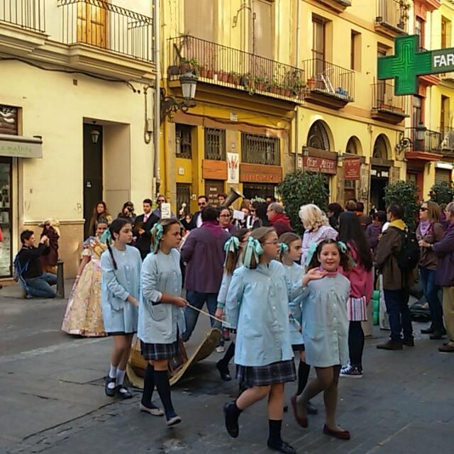 Como nos gusta la fiesta a los valencianos, al cant de l'estoreta!