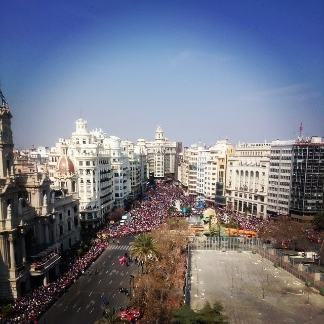 Best view for the mascleta today, thanks @apcsports #lovevalencia #mascleta #lasfallas #AllThoseDotsArePeople #peasants #ImRoyaltyToday