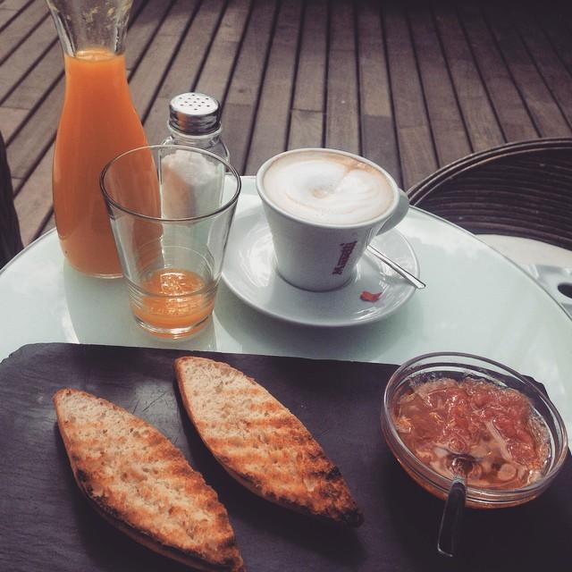 Desayunos de amor en #atuaire extrañaba estos recibimientos #hermoso y #henamorada de mis amigas. Gracias por estar @vaneperalta89 @pilukina28 @sindiperalta #valencia #volveracasa #lovevalencia