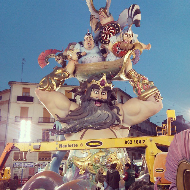 Ya falta menos ????????? #fallas2015 #fallas #falles #conventojerusalen #monument #sculture #love #lovevalencia #valencia #valenciacity #spain #españa #amazing #incredible #colour #arte #art #jaestemenfalles #valenciaenfallas #follow #instadaily #picoftheday #plantà15