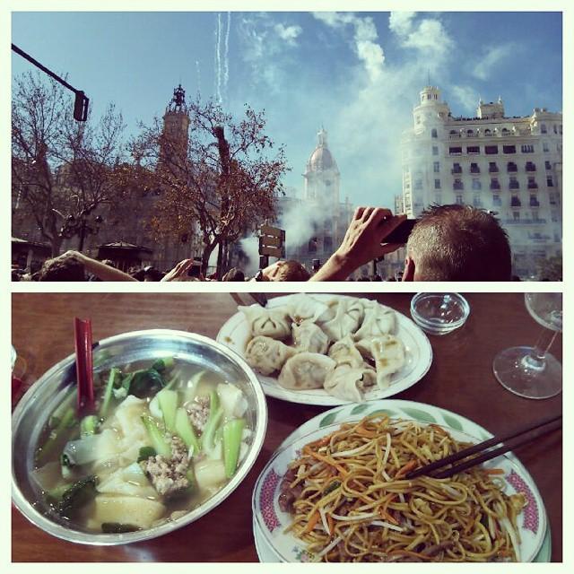 Mascletà & comida china #comidachina #valencia #valenciacity #love #lovevalencia #chinesefood #healthyfood #fallas2015 #fallas #polvora #foodporn #lovefood #sunnyday #friday #friends #instadaily #spain #españa #instafood #picoftheday #party #fireworks #jaestemenfalles #bluesky #follow
