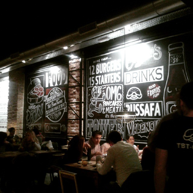 Hoy cenamos aquí ???????? @dblackturtle #dinner #restaurant #fallas #fallas2015 #valencia #valenciagram #lovevalencia #hellovalencia