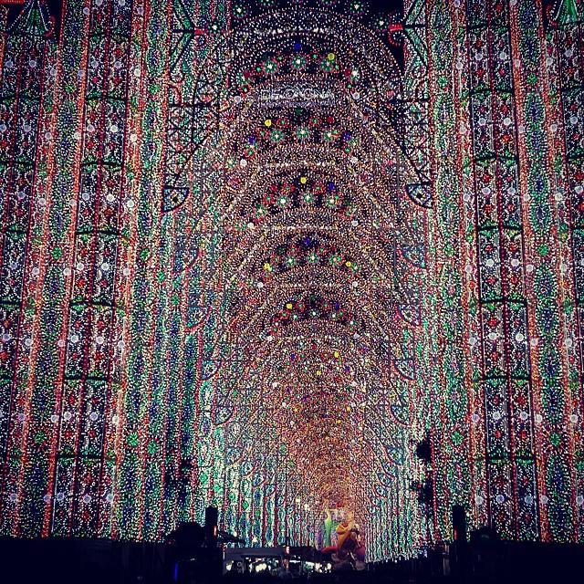 Impresionante las luces de sueca l. Azorin #lovevalencia #fallas #falles #luz #luces #valencia #spain #amazing #cool #bonito