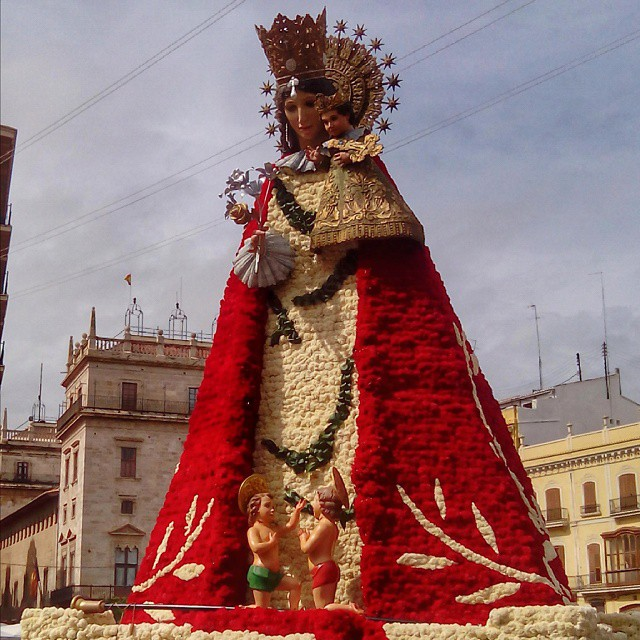 #marededeu #ofrenda #valenciagram #lovevalencia #plaçadelamarededeu #plazadelavirgen