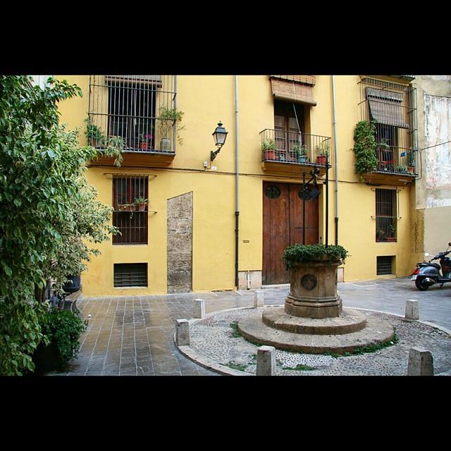 Rincones ocultos de Valencia #InstaSize #rincones #cascoantiguo #lovevalencia #citylife #plaza #molinafoto #ciberchinito #loves_Valencia