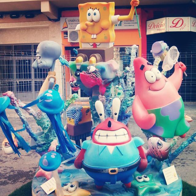 #100happydays giorno 16, ho un nuovo vicino di casa! #fallas #fallas2015 #spongebob #bobesponja #valenciafallas #valencia #vlc #spain #cartoon #colours #love #streetartcapital #streetart #carnevale #lovevalencia #erasmusvalencia #fallasplazahonduras #amazing #swag #mytravelgram #instamoment #instagood #lol #tagsforlikes #like4like #likemypic #picoftheday #followme #followback