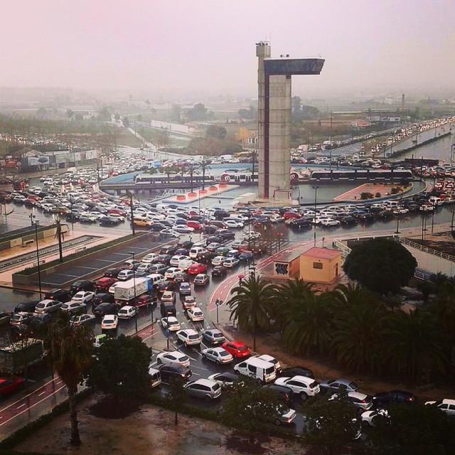 #Lunes #lluvioso y #atasco #monumental ????#Valencia  #instagood #instaatasco #instamoments