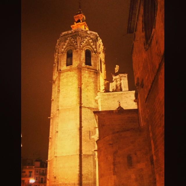 El Miguelete #night  #valenciaenamora #lovevalencia #valenciagrafias #valenciagram #valencia #architecture #arquitectura #spain