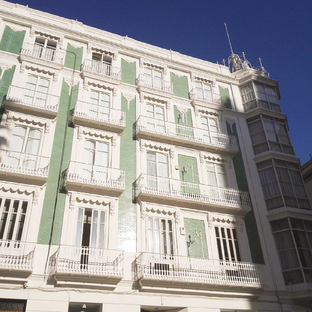Este edificio es ???? #valencia #artnouveau #modernismovalenciano #edificiosbonitos #lovevalencia #valenciagram #instavalencia #igersvalencia #buenosdiasviernes