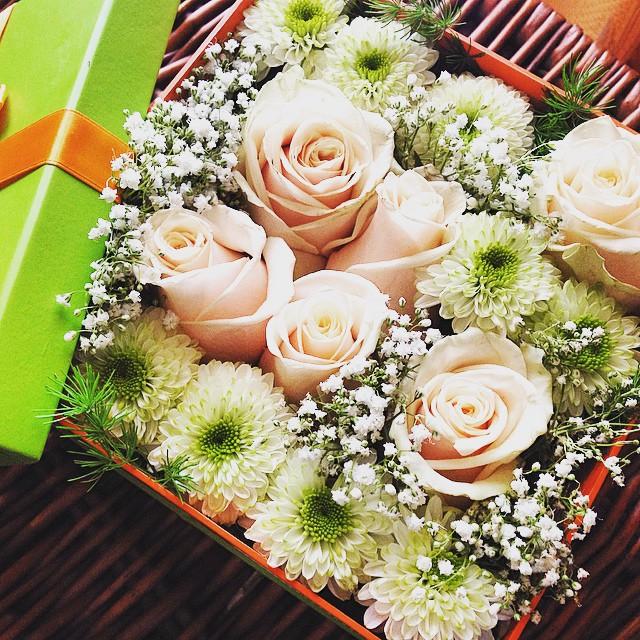 Otra clase de joyas para el Día de la Madre...estos ramos en caja de @floralqueria ¿geniales o no? - Bouquet-in-a-box by @floralqueria  Simply gorgeous!! #flores #regalos #díadelamadre #joyeriabiendicho #igers #igersvalencia #lovevalencia #valencia #valenciaenamora #valenciagram @mariabernalt #instalove #instagood #instamom