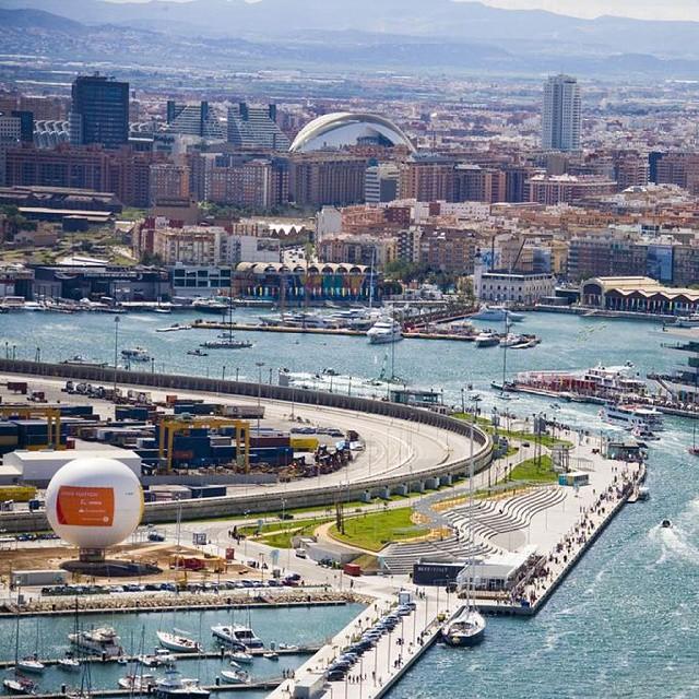 "Esta es mi ciudad ""Mi Valencia""  #loveValencia #Valenciagram #valenciamola #springsummer2015 #sunshine #sunnysunday #picoftheday #photography #loveit #valencianista #España #Europa #spring2015 #city #mycity #mycity_life #Spain #Mediterraneo #costamediterranea"