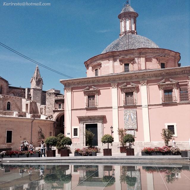 Día soleado...#instagram #catedraldevalencia #ciudad #vscam #vscocam #valencia #love #valenciaenamora #valenciacultural #geperudeta #virgendelosdesamparados #lovevalencia #love_valencia #comunidadvalenciana #spain #naturaleza_comunidadvalenciana