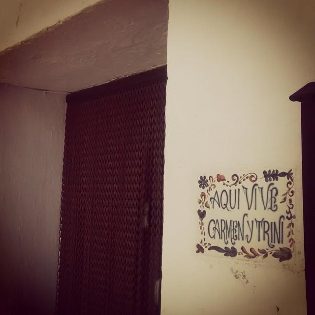 Paseando por Vilafamés te encuentras con la casa de Carmen y Trini ;) Pueblito de belleza extrema. #igersvalencia #igersacademia #igers #somosinstagramers  #SomosTuiterescas #love #lovevalencia #Castellon #valenciaenamora #ceramics #ceramica #vilafames