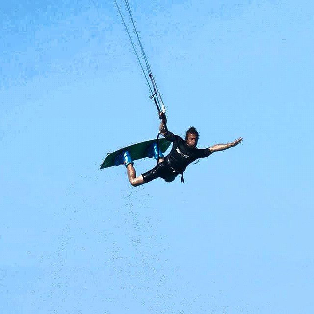 Vuela!  #kitepower #liveTheSea #bestkiteboarding #kitevalencia #kitesurf #kitesurfing #kiteboarding #valencia #lovevalencia