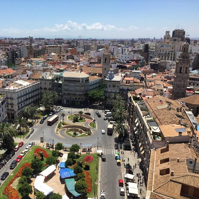 Por mucho que viaje, encontrar una ciudad como esta será difícil!!! #loveValencia #valenciamola #Valencia  #valenciano #lamillorterretadelmon  #miguelete #proud #orgullovalenciano #urbanlandscape #architecture #amuntvalencia #spain #ciudad #europe #plazalareina #nofilter #sinfiltro #sun #sol #españa @igersvalencia