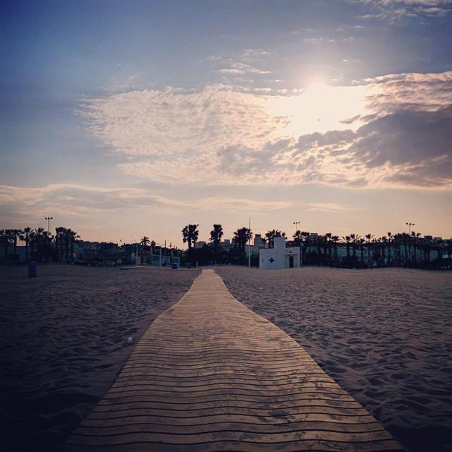 Tardecita de relax en la playa de las arenas ???????????????? #lovebeach #lovevalencia #valencia #instagood #me #smile #follow #cute #photooftheday #tbt #followme  #beautiful #happy #picoftheday #instadaily #elcabañal #playadelasarenas #swag #amazing #TFLers #fashion #igers #fun #summer #instalike #bestoftheday #smile #like4like #friends #instamood