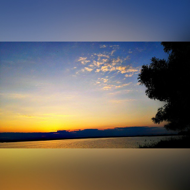 A veces estamos en el paraíso....y no nos damos cuenta... ???? ???? #Paradaise #Valencia #Valenfornia #LaAlbufera #ValenciaGram #IgerSValencia #LoveValencia #Sky #Clouds #Sunset