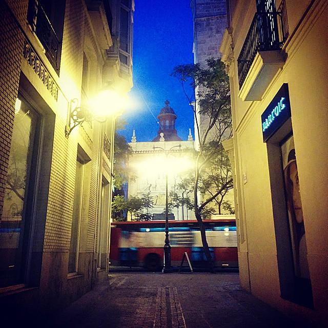 Esas tardes que todo lo ves diferente..paseando por Valencia.  #valenciagram #lovevalencia #filtros #instagood #me #smile #follow #cute #photooftheday #tbt #followme #paseandoporvalencia #beautif #happy #picoftheday #instadaily #bus #swag #amazing #valencia #city #igers #fun #summer #instalike #bestoftheday #smile #like4like #friends #instamood